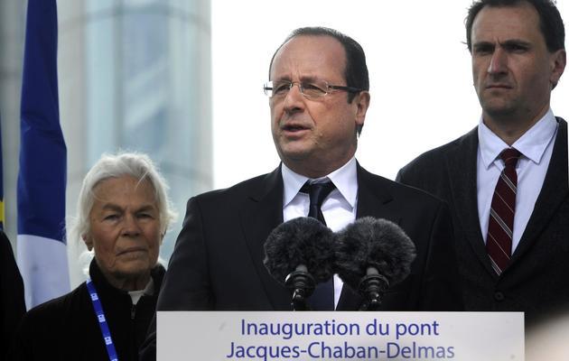 Vincent Feltesse (d) derrière François Holande lors de la visite à Bordeaux du chef d'Etat, le 16 mars 2013 [Jean-Pierre Muller / AFP/Archives]