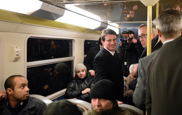 Le ministre de l'Interieur Manuel Valls dans le RER D, le 19 mars 2013 [Martin Bureau / AFP/Archives]