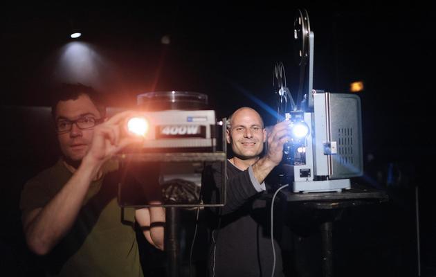 """Nicolas David et Kris Raclet, du collectif """"Vitrine en cours"""", à Rennes le 19 avril 2013 [Jean-Sebastien Evrard / AFP]"""