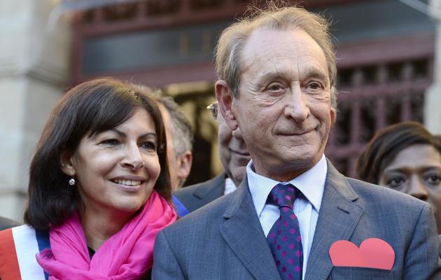 Anne Hidalgo, candidate PS aux municipales à Paris, et le maire Bertrand Delanoë, le 23 avril 2013 à Paris [Bertrand Guay / AFP/Archives]