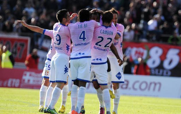 Les joueurs d'Evian se congratulent lors de leur victoire à domicile contre Nice (4-0), le 12 mai 2013, à Annecy [Jean-Pierre Clatot / AFP/Archives]