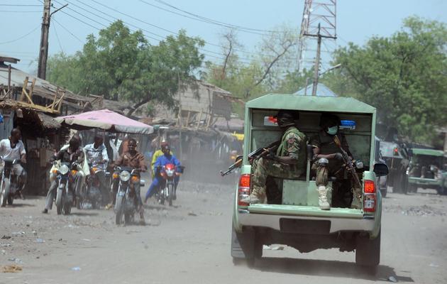 Photo prise le 30 avril 2013 de soldats patrouillant dans les rues de Maiduguri, au Nigéria [Pius Utomi Ekpei / AFP/Archives]