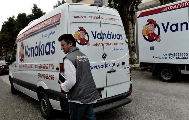 Dimitris Balomenos, fondateur de Vanakias, une société de livraison de plats cuisinés, à Athènes, le 20 mars 2013 [Aris Messinis / AFP]