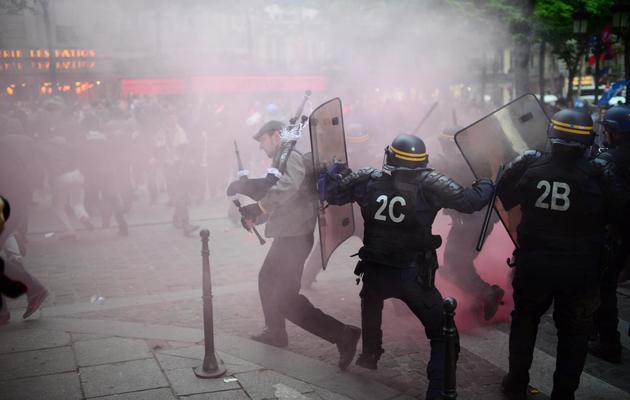 Des échauffourées éclatent lors d'une manifestation contre le mariage gay, à Paris le 16 mai 2013 [Martin Bureau / AFP/Archives]