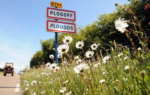 Panneau à l'entrée de Plogoff, le 22 mai 2013 [Fred Tanneau / AFP]