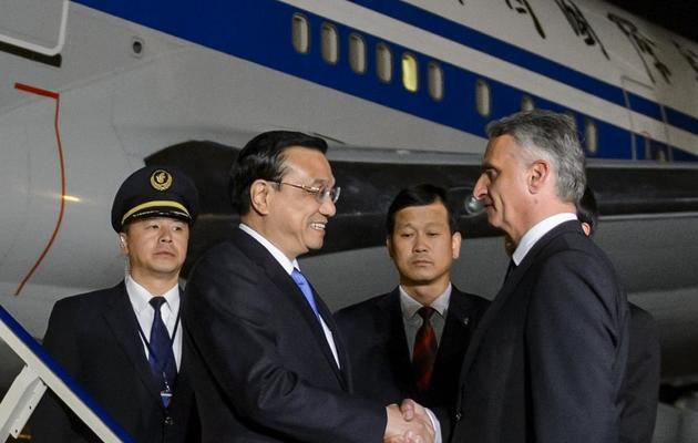 Le Premier ministre chinois Li Kepiang (2eG) accueilli par le ministre des Affaires étrangères suisse Didier Burkhalter  à Zurich, le 23 mai 2013 [Fabrice Coffrini / AFP]
