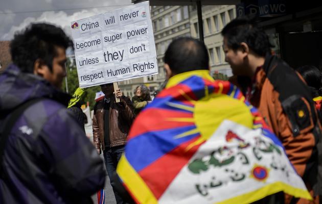 Des sympathisants de la cause tibétaine manifestent à Berne à l'occasion de la venue du Premier ministre chinois, le 24 mai 2013 [Fabrice Coffrini / AFP]