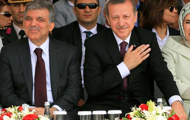 Le chef de l'Etat turc Abdullah Gül (G) et le Premier ministre Recep Tayyip Erdogan, le 29 mai 2013 à Istanbul [Mira / AFP]