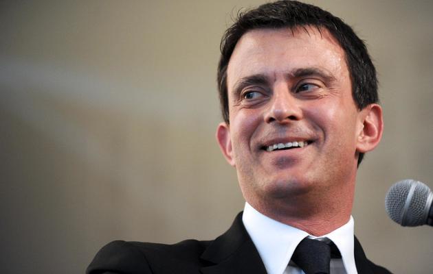 Le ministre de l'Intérieur, Manuel Valls, en visite le 30 mai 2013 à Gujan-Mestras [Nicolas Tucat / AFP]