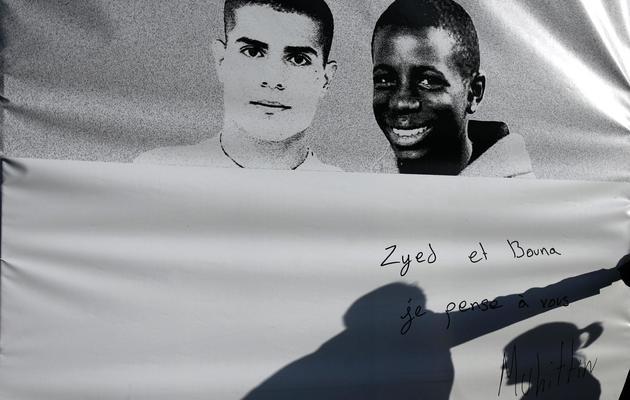 Photo géante de Zyed Benna (g) et Bouna Traoré, le 4 novembre 2006 à Clichy-sous-bois [Olivier Laban-Mattei / AFP/Archives]