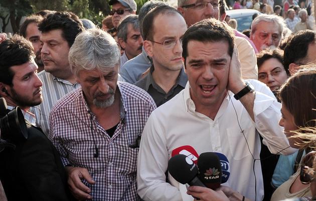 Alexis Tsipras le 11 juin 2013 devant le siège d'ERT à Athènes [Louisa Gouliamaki / AFP]