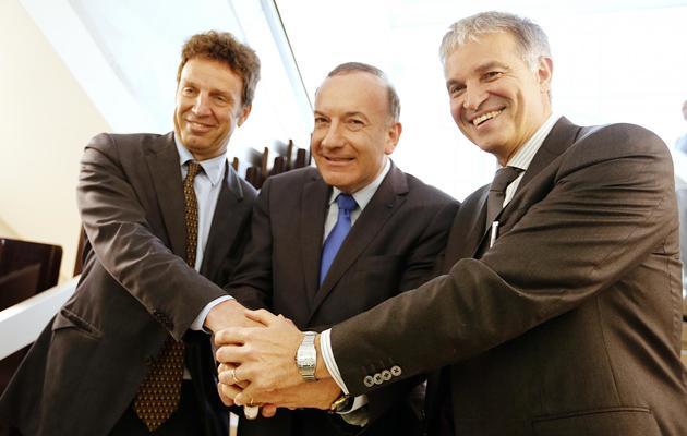Pierre Gattaz (C) et ces principaux concurents à la tête du Medef Geoffroy Roux de Bézieux (G) et Patrick Bernasconi (D), le 13 juin 2013 à Paris [Francois Guillot / AFP]