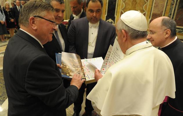 Le pape François reçoit des parlementaires français, le 15 juin 2013 au Vatican [- / Osservatore Romano/AFP]