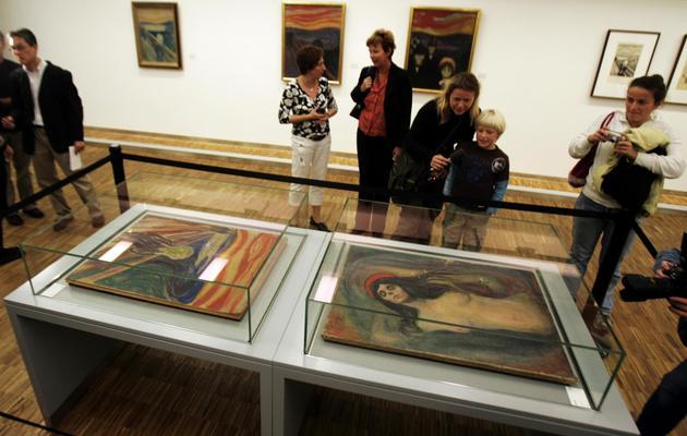 """Les tableaux du """"Cri"""" et de """"La Madone"""" de Munch retrouvés et de nouveau exposés au vieux musée d'Oslo, le 26 septembre 2006 [Poppe, Cornelius / Scanpix/AFP/Archives]"""