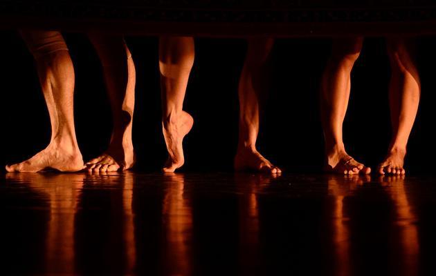 """Des danseurs interprètent """"Les Nuits"""", nouveau spectacle d'Angelin Preljocaj, le 27 avril 2013 sur la scène du Grand Théâtre d'Aix-en-Provence [Boris Horvat / AFP]"""