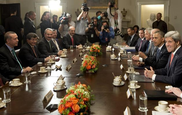 Le Premier ministre turc Recep Tayyip Erdogan (1er G) face à Barack Obama (2e D) à la Maison blanche, le 16 mai 2013 [Saul Loeb / AFP]