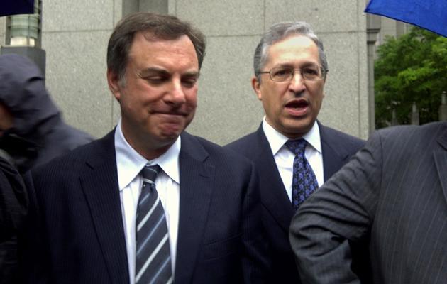 Les avocats d'Alfonso Portillo,   David Rosenfield (G) et Arthur Jakoby à New York, le 28 mai 2013 [Mariano Rolando / AFP]