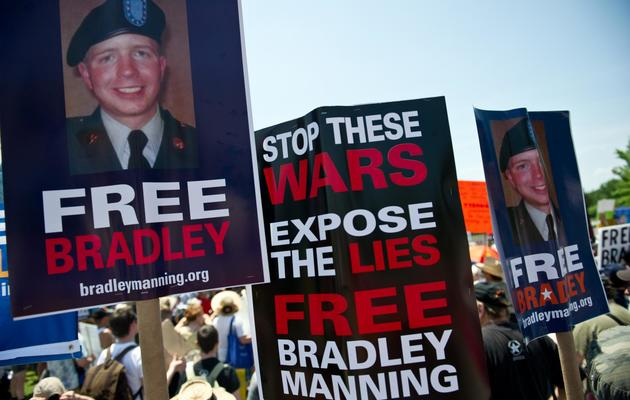Manifestation de soutien à Bradley Manning, à Fort Meade, dans le Maryland, le 1er juin 2013 [Nicholas Kamm / AFP]