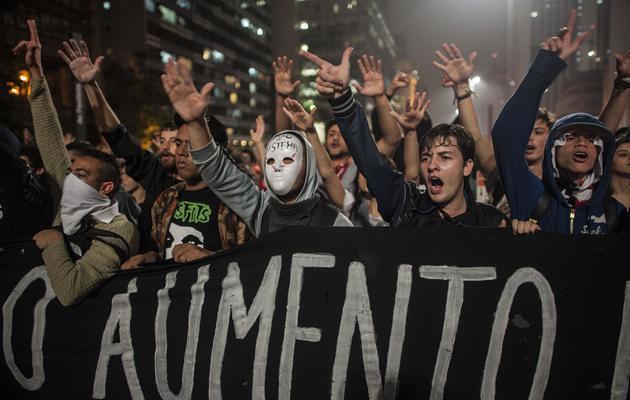 Des étudiants protestent contre l'augmentation du prix des transports, le 11 juin 2013 à Sao Paulo [Nelson Almeida / AFP]