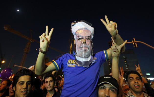 Des Iraniens célèbrent la victoire de Rohani, le 15 juin 2013 à Téhéran [Atta Kenare / AFP]