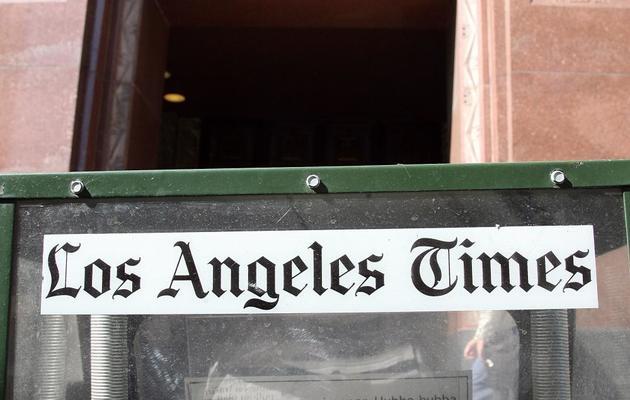 Une boîte à jounaux du Los Angeles Times devant le siège du quotidien, propriété du groupe Tribune, en 2007 à Los Angeles [Gabriel Bouys / AFP/Archives]