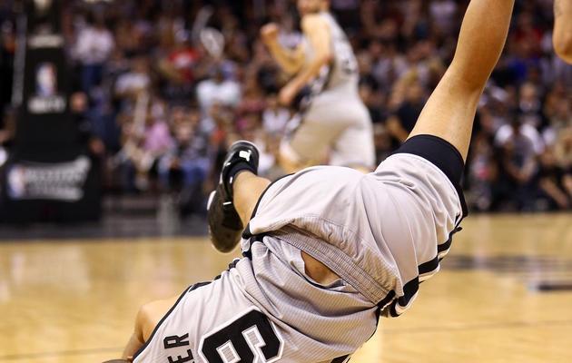 Le meneur des Sans Antonio Spurs chute lors du match contre Memphis, le 19 mai 2013 à San Antonio [Ronald Martinez / AFP/Getty Images]