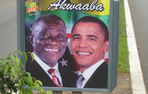 Une affiche montrant le président ghanéen John Atta-Mills et son homologue américain Barack Obama, en juillet 2009 à Accra [Aminu Abubakar / AFP/Archives]