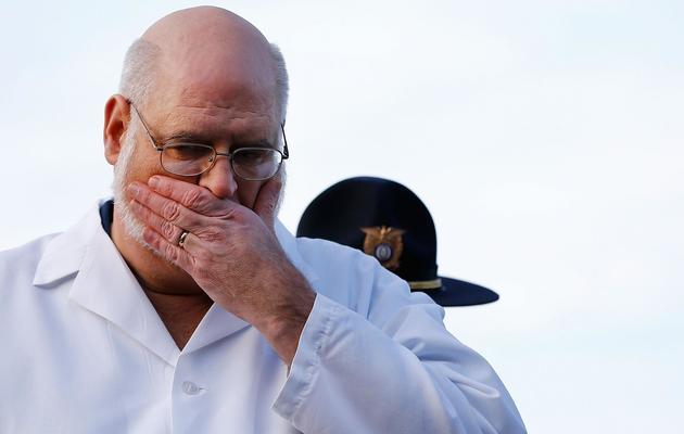 Le médecin légiste Wayne Carver répond aux journalistes, le 15 décembre 2012 à Newtown [Jared Wickerham / Getty Images/AFP]