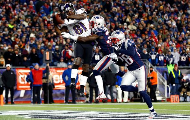Anquan Boldin (g) marque un touchdown pour Baltimore lors de la finale de conférence contre les New England Patriots, le 20 janvier 2013 à Foxboro [Jared Wickerham / Getty Images/AFP]