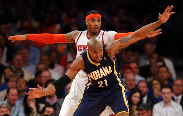 Le New Yorkais Carmelo Anthony derrière David West des Indiana Pacers au Madison Square Garden à New York le 16 mai 2013 [Elsa / Getty Images/AFP]