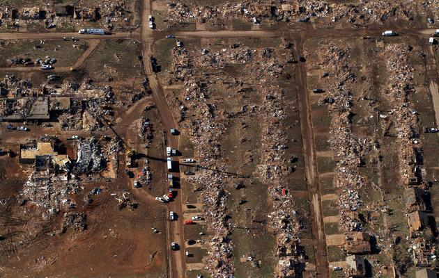 Vue aérienne le 21 mai 2013 de Moore, une banlieue d'Oklahoma City dévastée par une tornade [Benjamin Krain / AFP/Getty Images]
