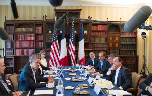 Réunion du G8 entre la délégation américaine (G) et la délégation française (D), le 18 juin 2013 en Irlande du Nord [Bertrand Langlois / AFP]