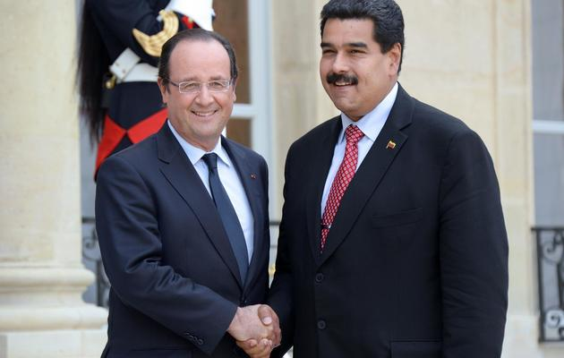 François Hollande et le président vénézuélien, Nicolas Maduro, le 19 juin 2013 sur le perron de l'Elysée [Bertrand Guay / AFP]