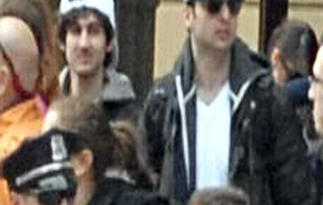 Capture d'écran d'une video fournie le 19 avril 2013 par le FBI de Djokhar et Tamerlan Tsarnaev [ / FBI/AFP]