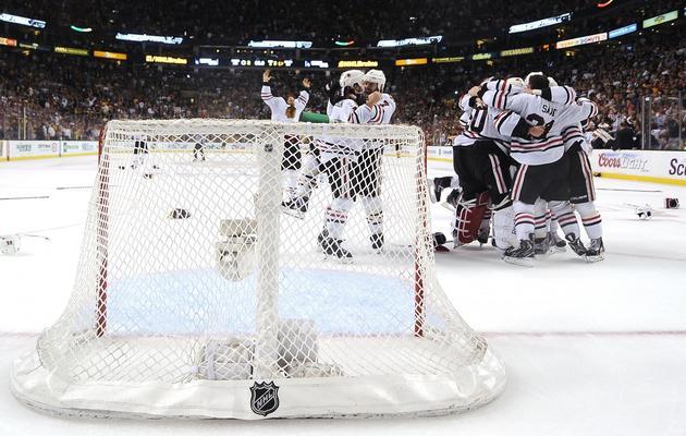 Les joueurs du Chicago Blackhawks fêtent leur victoire en finale de LNH, le 24 juin 2013 contre Boston [Harry How / Getty Images/AFP]