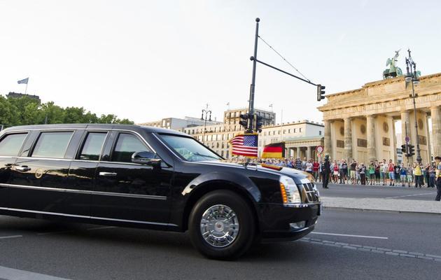 Passage de la Limousine de Barack Obama devant la porte de Brandebourg le 18 juin 2013 à Berlin [Ole Spata / DPA/AFP]