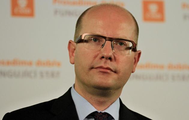 Le chef de file du parti social-démocrate tchèque CSSD, Bohuslav Sobotka, donne une conférence de presse à Prague, le 26 octobre 2013 [Radek Mica / AFP]