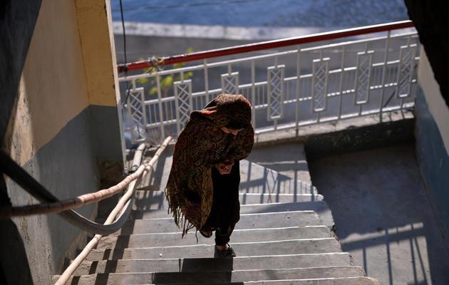 Photo de Saneeda, une jeune fille pakistanaise qui a échappé au mariage forcé, prise dans le Nord-Ouest du pays le 12 décembre 2013 [Aamir Qureshi / AFP/Archives]