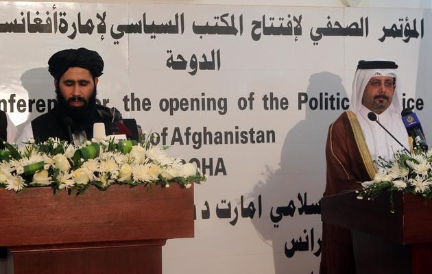 Les representants taliban Mohammed Naim et qatari Ali bin Fahd al-Hajri lors d'une conférence de presse conjointe le 18 juin 2013 à Doha [Faial al-Timimi  / AFP]