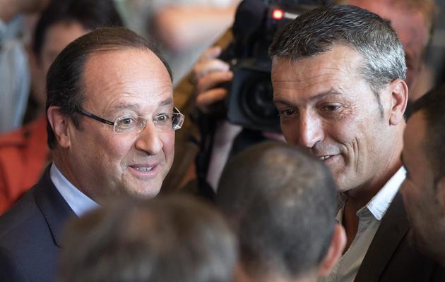 Le président François Hollande et Edouard Martin (d), leader de la Cfdt locale, le 26 septembre 2013 à Florange [Michel Euler / Pool/AFP/Archives]