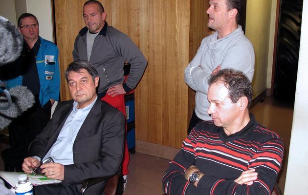 Le directeur des ressources humaines, Bernard Glesser et le directeur de production, Michel Dheilly, séquestrés le 7 janvier 2014 à l'usine Goodyear d'Amiens [Denis Charlet / AFP]