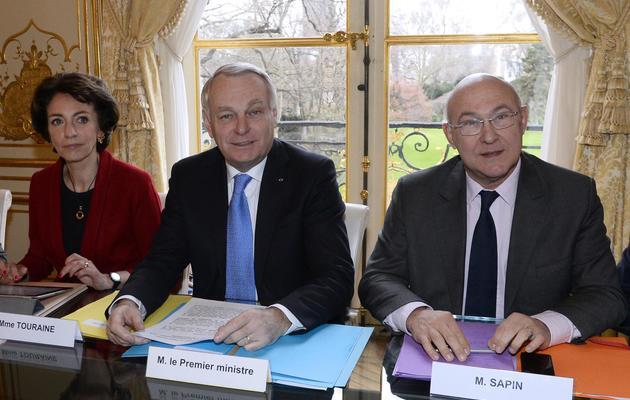 Marisol Touraine, Jean-Marc Ayrault et Michel Sapin le 27 janvier 2014 à Matignon  lors d'une réunion avec les partenaires sociaux [Bertrand Guay / Pool/AFP]