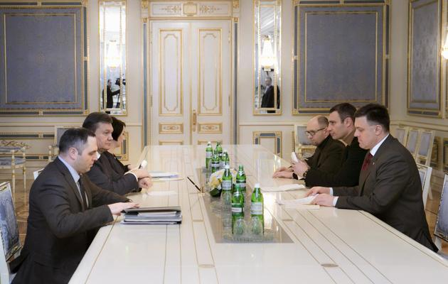 le parlement ukrainien abroge les lois r pressives. Black Bedroom Furniture Sets. Home Design Ideas