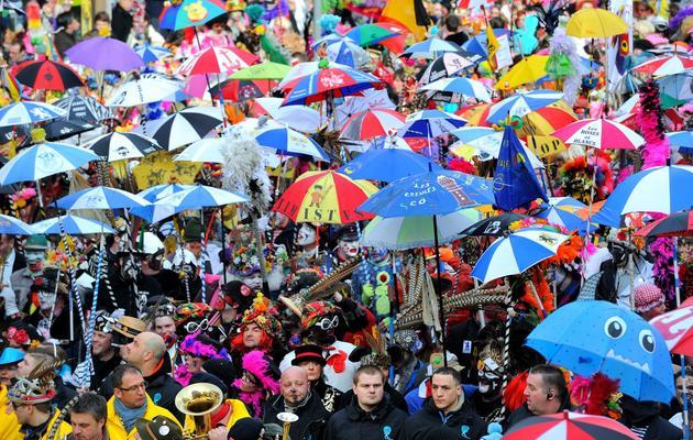Des personnes participent au carnaval de Dunkerque le 2 mars 2014 [Philippe Huguen / AFP]