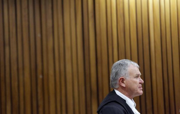 L'avocat de la défense Barry Roux, au tribunal de Pretoria, le 8 avril 2014 [Kim Ludbrook / POOL/AFP]