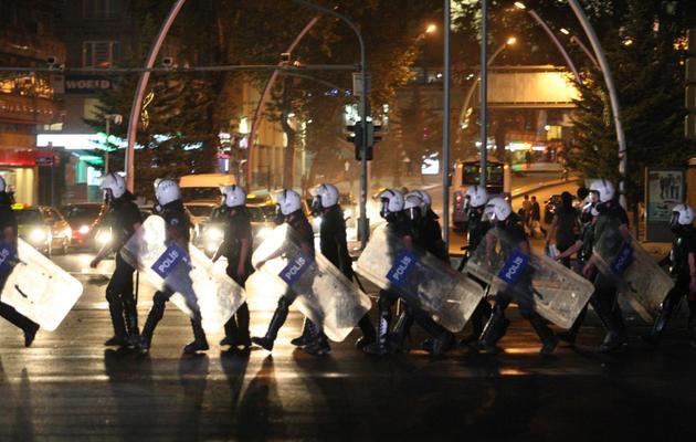 Déploiement de policiers anti-émeutes le 10 septembre 2013 à Ankara [Adem Altan / AFP]