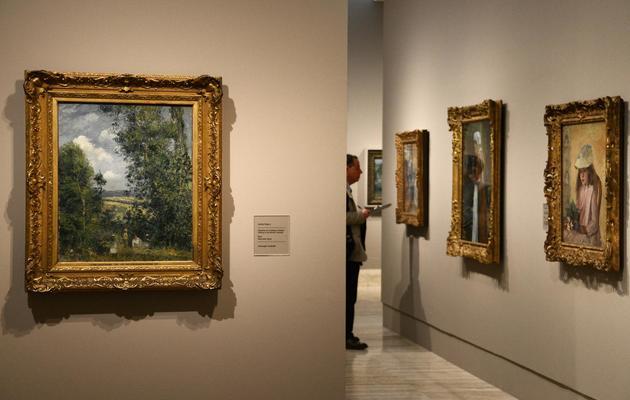 Une homme visite l'exposition conscarée à Pissarro au musée Thyssen-Bornemisza de Madrid, le 3 juin 2013 [Dominique Faget / AFP]