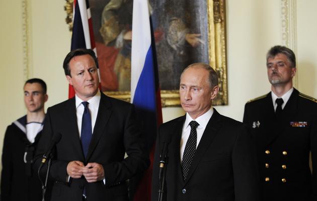 David Cameron et Vladimir Poutine le 16 juin 2013 à Londres [Facundo Arrizabalaga / Pool/AFP]