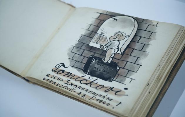 Un carnet de dessins réalisé par le Tchèque Bedrich Fritta, exposé au Musée juif de Berlin, le 15 mai 2013 [John Macdougall / AFP]