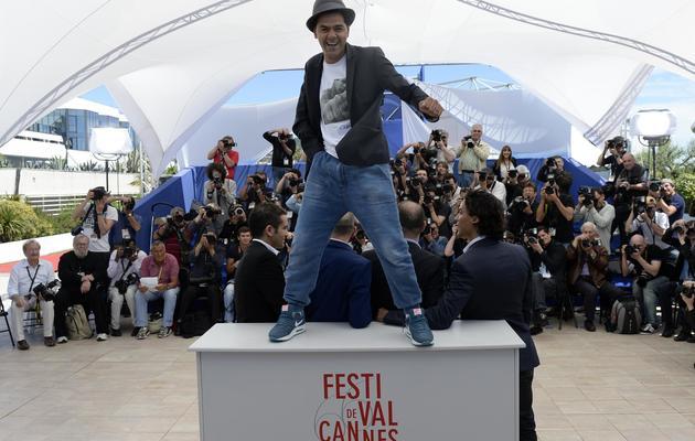 """Jamel Debbouze pose pour la sortie du film """"Né quelque part"""", le 21 mai 2013 à Cannes [Anne-Christine Poujoulat / AFP]"""